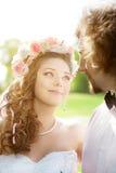 Giovani sposa e sposo nell'amore Fotografia Stock Libera da Diritti