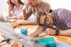 Giovani studenti che studiano per gli esami a casa Fotografia Stock