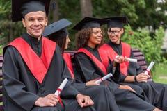 Giovani studenti felici che celebrano la loro graduazione Fotografia Stock Libera da Diritti