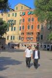 Giovani sul quadrato principale del ghetto veneziano fotografia stock