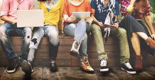 Giovani Team Together Cheerful Concept degli adolescenti