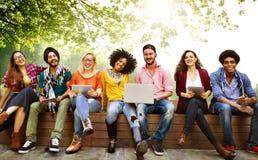 Giovani Team Together Cheerful Concept degli adolescenti fotografie stock