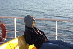 Giovani viaggi turistici sul traghetto Fotografia Stock Libera da Diritti