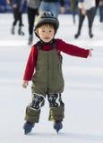 Giovanotto che impara pattinare Fotografia Stock Libera da Diritti