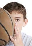 Gioventù con pallacanestro Fotografia Stock Libera da Diritti