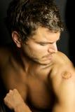 Gioventù irritabile senza la camicia tagli Fotografie Stock