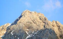 Gipfel mit Gipfelkreuz in den Alpen (lesachtal) Lizenzfreie Stockbilder