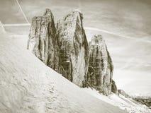 Gipfel von Alpenbergen Touristischer Weg mit Rucksack stockfotos