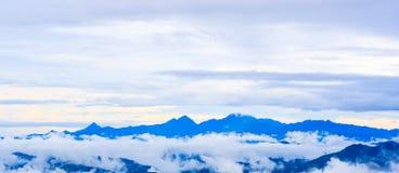 Gipfelansicht von Krajom-Berg. Stockfoto