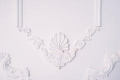 Gipspleisterelement van architecturale decoratie op de muur Royalty-vrije Stock Afbeelding