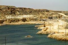 Gipssteinbruch mit den kleinen Seen lizenzfreies stockfoto