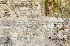 Gipswand mit diagonalen Spalten lizenzfreie stockfotografie
