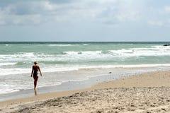 gir пляжа стоковые изображения rf
