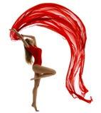 跳舞妇女,在白色,体操运动员Gir舞蹈的飞行红色布料 库存图片