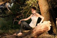 Gir joven en bosque Foto de archivo libre de regalías