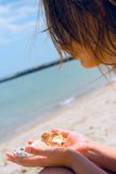Gir met shells Royalty-vrije Stock Foto's