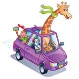 Giraff som kör en bil med pingvinet och apan arkivfoto
