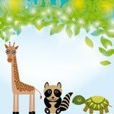 Giraffe, ρακούν και κινούμενων σχεδίων χελωνών αστείος χαρακτήρας ζώων πράσινο καλοκαίρι φύλλων & Στοκ Εικόνες