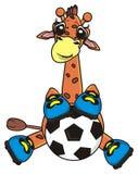 Giraffe, die einen Fußball versteckt Stockfotografie