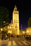 giralda la晚上塞维利亚西班牙 免版税库存照片