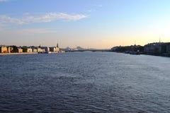 Girando su un fiume Neva in San Pietroburgo fotografia stock libera da diritti