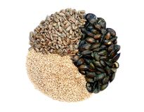 Girassol, sésamo, e mistura roasted isolados da semente de abóbora Imagem de Stock