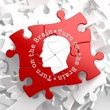 Gire el cerebro: Rompecabezas rojo. Imagen de archivo