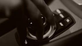 Gire el sonido en el coche