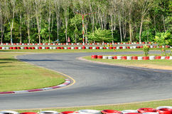 Gire un circuito vacío del coche de carreras. Fotografía de archivo libre de regalías