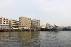 Giri della barca di Abra e barche locali immagine stock libera da diritti