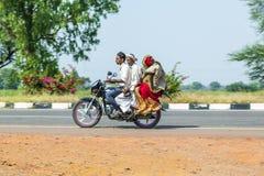Giri della famiglia su una motocicletta Immagini Stock Libere da Diritti