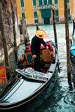 Giri della gondola di Venezia immagini stock libere da diritti