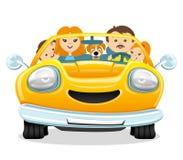 Giri felici della famiglia nell'automobile Immagine Stock