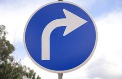 Giri il giusto segnale stradale Immagini Stock Libere da Diritti