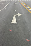 Giri il simbolo di traffico della freccia a destra Fotografia Stock