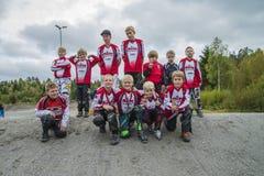 Giri intorno al campionato nel riciclaggio del bmx, nel gruppo di Halden e di Aremark BMX Fotografie Stock