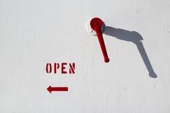 Giri a sinistra per aprirsi fotografia stock libera da diritti