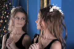 Girl admires herself in the mirror Royalty Free Stock Photos