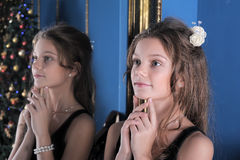 Girl admires herself in the mirror Royalty Free Stock Photography
