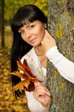 The girl in the autumn keeps the leaves Royalty Free Stock Images