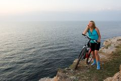 Girl with bike and sea. Royalty Free Stock Photography