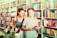 Girl and boy in book store Royalty Free Stock Images
