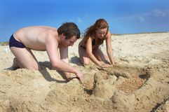 Girl and boy build sand tower Royalty Free Stock Photos