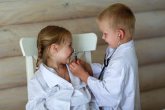 Girl and boy playing doctor Royalty Free Stock Photography