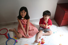 Girl & boy playing toys Royalty Free Stock Photography