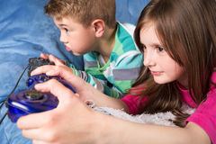 Girl and boy playing a video game Royalty Free Stock Photography