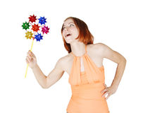 Girl in bright clothes holding pinwheelling, isola Royalty Free Stock Photos