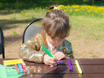 Girl with colored markers Royalty Free Stock Photography