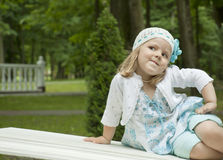 Girl coquets on a bench Royalty Free Stock Images