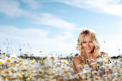 Girl on the daisy flowers field Royalty Free Stock Photography